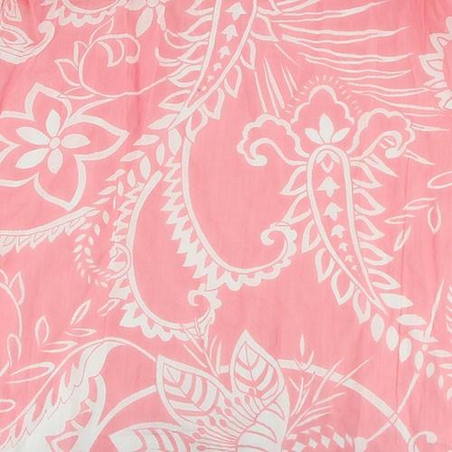 Tunn & mjuk sjal i bomull, pink med vitt slingrande blomstermönster. 180 x 50 cm. Närbild. Underbart accessoar på våren och sommaren. Fair Trade från Indien.