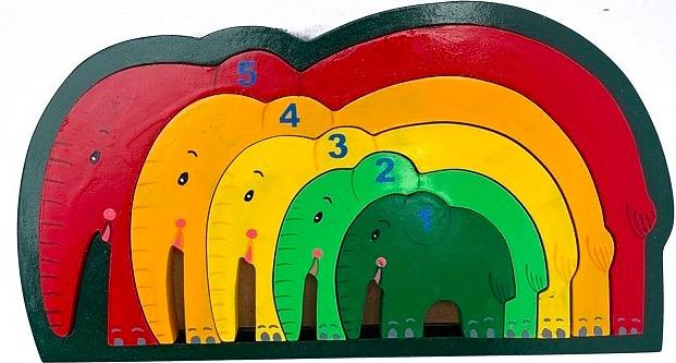 Pussel i ram med elefanter i klara färger numrerade från 1- 5. Miljövänligt trä, Fair Trade.