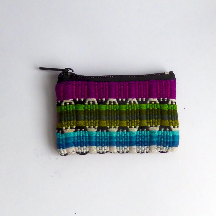 Handvävt mini-etui i glada färger. Bomull. Med dragkedja och fordrat med viskos. För smycken, cerat, usb-stick. Fair Trade från Guatemala.