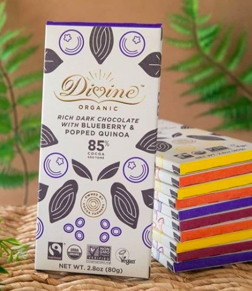 Chokladen Divine eko bueberry quinoa, dekorativt foto från Divine Scandinavia.
