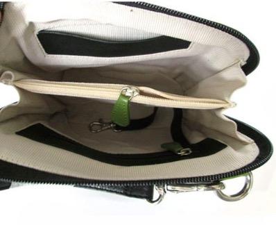 Liten axelremsväska, milt grön & svart, i fint nappaläder. Insidan med praktiska detaljer. Skinnväska från Fair Trade, Artisan Well , Indien