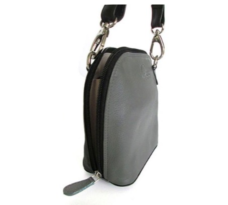 Elegant liten axelremsväska, grå & svart, i fint nappaläder, oxskinn. Här från sidan, dragkedjan går ända ner. Skinnväska från Fair Trade, Artisan Well, Indien