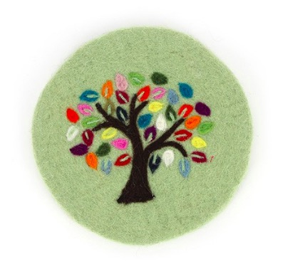 "Underlägg ""Livets träd"", limegrönt, tovat"