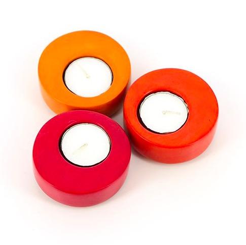 Värmeljushållare, set i 3 delar, olika färger, enkel och snygg design. Hållarna placerade intill varandra. Fair Trade från Kenya.