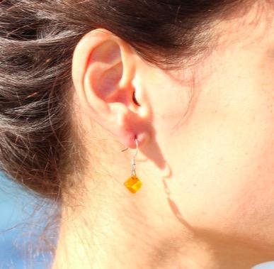 Exempel på örhänge med glasfusing. Fair Trade från Chile.