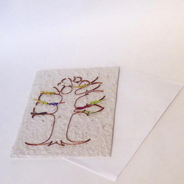 Brevkort på handgjort papper av vattenhyacint. Metallkonst LIvets träd med små fåglar. Med kuvert. Fair Trade Kenya.