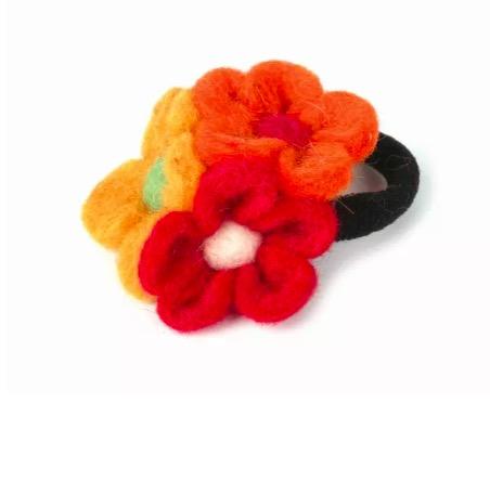 Hårsnodd, hårband med tre blommor, rösd, ockragul & orange. Handtovade i Nepal för Fair Trade.