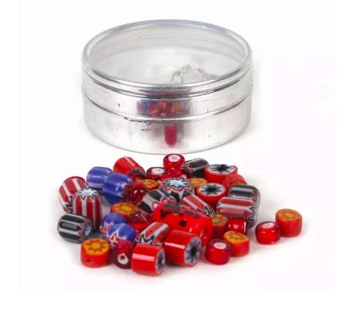 DIY, smyckeset, glaspärlor och keramikpärlor, varierande storlek och form, röd-orange färgnyanser. Fair Trade.