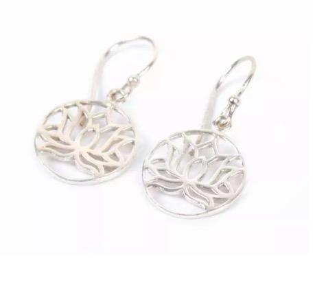Smycke: örhänge i form av en lotusblomma, silverfärgad mässing, nickelfri, Fair Trade.
