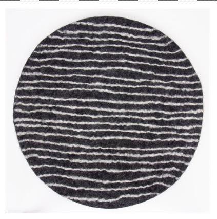 "Sittdyna ""Felt Stripe"", mörkgrå-vit, tovad, Afroart"