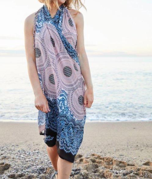 Strandklänning, sarong, sjal med Mandala-mönster. Ger en härlig sommarkänsla. Fair Trade från Thailand. Paigh.