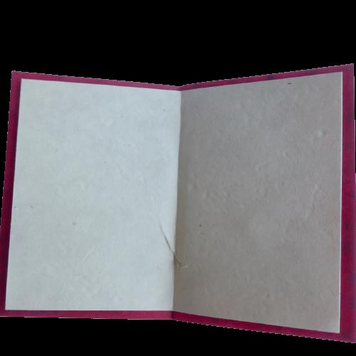 Brevkort med julmotiv på omslaget. Vikt blad inuti. Med kuvert. Loktapapper. Fair Trade.