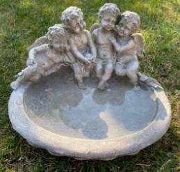 Fågelbad med änglar