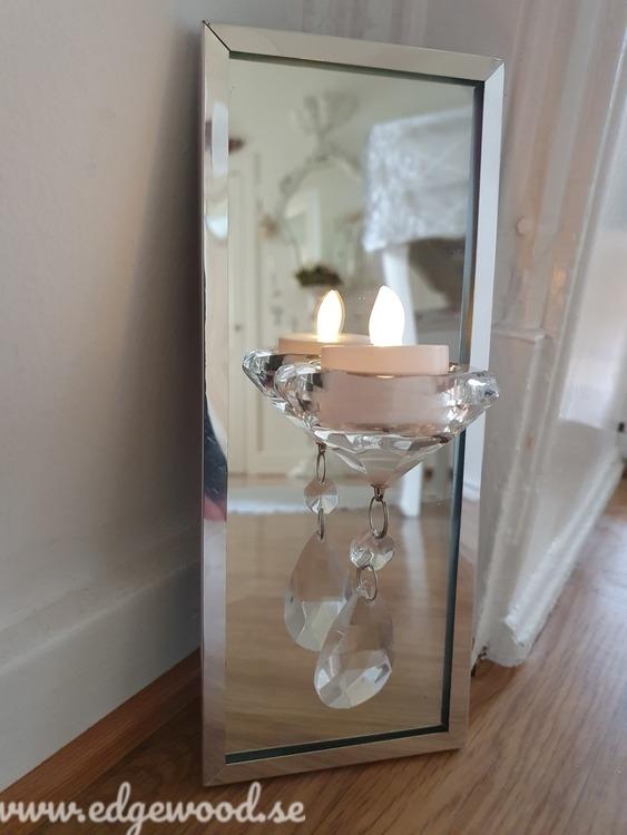 Vägglykta med spegel